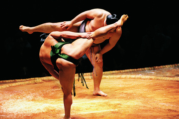 Visita a un establo de entrenamiento de sumo con almuerzo