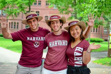 Spaziergang über den Harvard-Campus und der Eintritt in das...