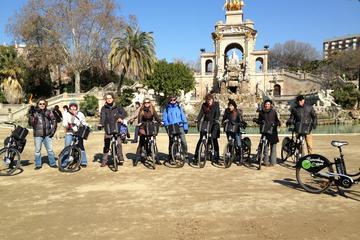Tour di Barcellona in bici elettrica: visita zone di Montjuic, Gaudí