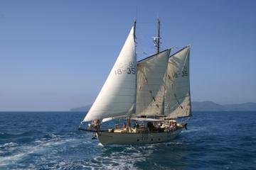 Aventuras com veleiros e snorkel pela...