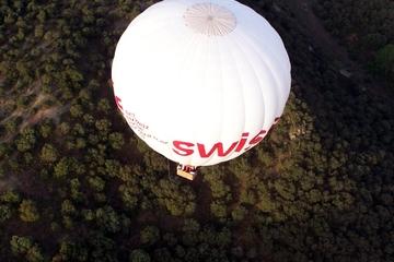 Passeio de balão de ar quente sobre o Parque regional Guadarrama de...