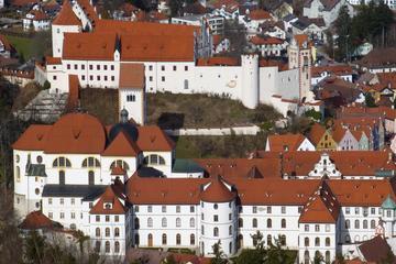 Skip the Line: Neuschwanstein Castle with Füssen City Tour