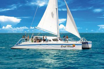 Día de navegación en catamarán a una isla desierta desde Fajardo