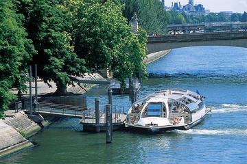 Kryssning med sightseeing på floden Seine i Paris med hop-on-hop-off