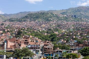 Medellín en metro: Plaza de Botero, Jardín Botánico y Biblioteca...