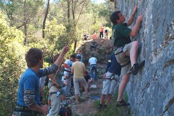 Experiencia de escalada de la formación rocosa de la colina Marjan...