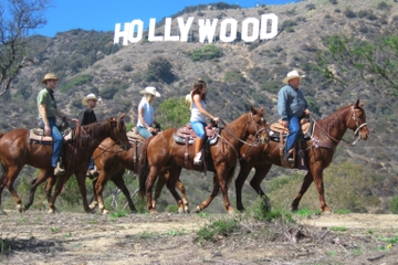 Promenade à cheval à Los Angeles jusqu'au panneau Hollywood