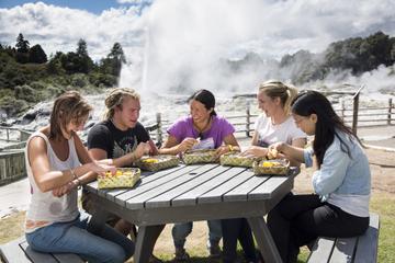 Te Puia: Maori-Kulturausflug und Mittagessen aus dem Dampfkorb