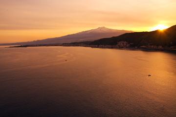 Excursão em Etna no pôr do sol saindo...