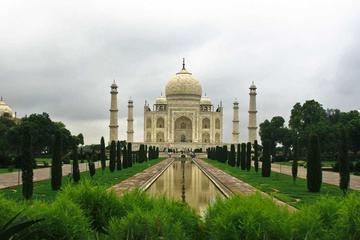 Private Tours: Taj Mahal Sunrise Tour from New Delhi