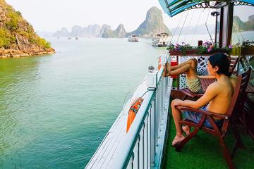 Crucero de lujo de 2 días en junco por la bahía de Halong con clase...