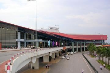 Gemeinsamer Transfer bei der Anreise in Hanoi: Vom Flughafen Noi Bai...