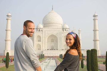 2 Days:Taj Mahal Tour for Honeymoon Couple
