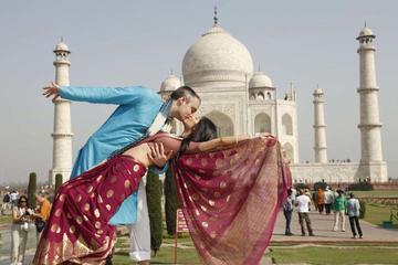 Memorable Taj Mahal Trip for Couple