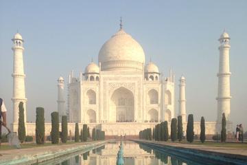 Overnight Trip to Taj Mahal by Private Car