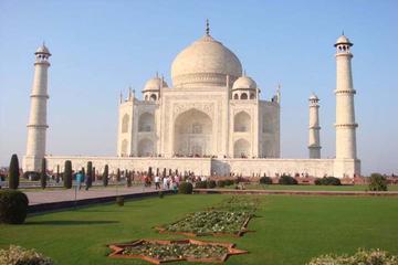 Taj Mahal Day Tour by Premium Car