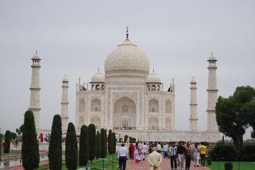 Viator Exclusive: Taj Mahal Tour with Professional Photographer