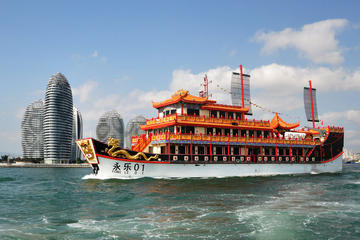 4-Hour Sanya Bay Evening Boat Trip and Fresh Seafood Dinner, Including Private Transfers