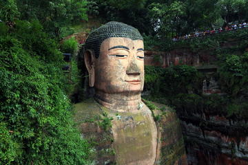 Day Tour: Chengdu Giant Panda Bear Research Center and Leshan Grand Buddha