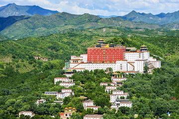 Overnight Experience in Chengde from Beijing Train Station including Accommodation