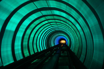 Shanghai Urban Engineering Tour: Jin Mao Tower and Bund Sightseeing Tunnel