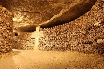 Toegang zonder wachtrij: tour door de catacomben van Parijs
