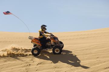 Safári no deserto de Dubai à tarde em quadriciclo, com passeio de...