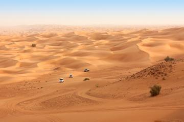 Safari im Geländewagen in der Wüste von Dubai mit Quad-Fahrt...