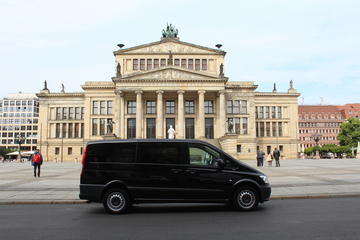 Private Tour Berlin Highlights with Minivan and Guide-Chauffer