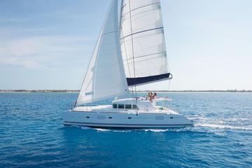 Santorini Bootstour inklusive Büffet und Getränke