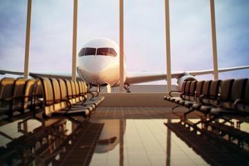 Traslado privado de chegada: Aeroporto de Santorini ou porto de...