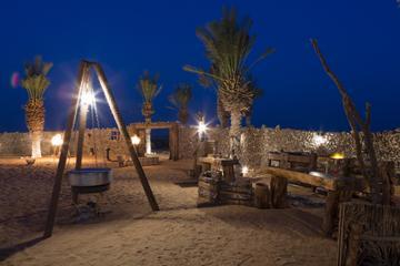 Experiencia en campamento en el desierto por la noche: Cena...