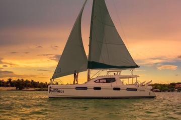 Navegación durante el ocaso en lujoso...