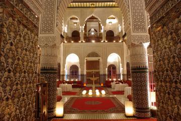 Cena y espectáculo en un palacio marroquí de Marrakech