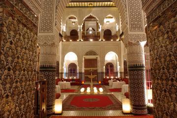 Jantar em Marraquexe e espetáculo em um palácio marroquino