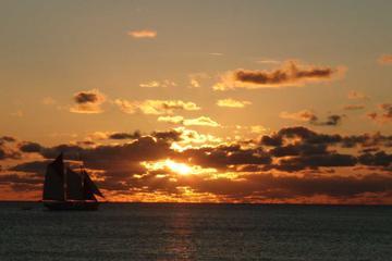 Cruzeiro de escuna ao pôr do sol em São Martim