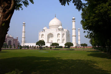 Visit Taj Mahal Tour With Luxurious Experience by Toyota Fortuner