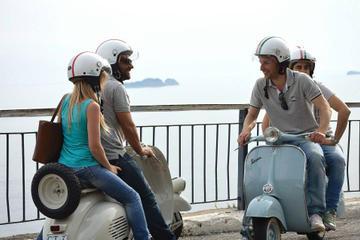 Visita privada: recorrido turístico en Vespa por Nápoles