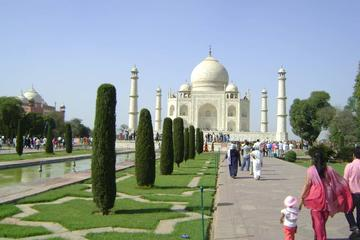 Enjoy Taj Mahal Tour in A Single Day by Car