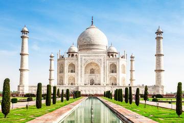 Taj Mahal Tour In A single Day By train (Gatimaan Express)
