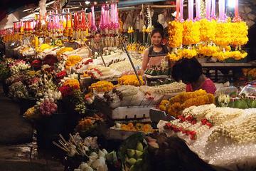 Chiang Mai por la noche: Recorrido privado con canto budista, cena...