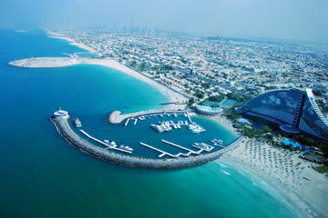 Combinazione Dubai: volo in elicottero ed escursione nel deserto in