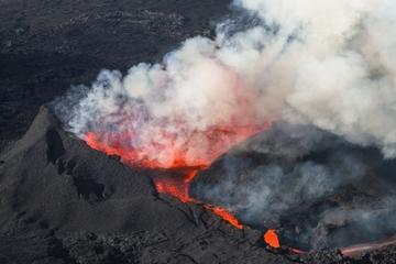 Vuelo en helicóptero desde Reikiavik: erupción volcánica