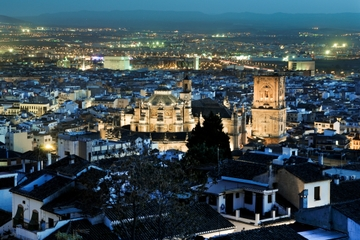 Excursão noturna a pé em Granada com Tapas: Albaicin e Sacromonte