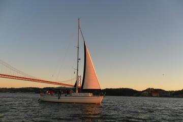 Privétour: riviercruise over de Taag bij zonsondergang in Lissabon