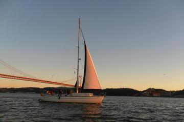 Visite privée: croisière au coucher du soleil sur le Tage à Lisbonne