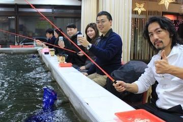 Taipei como un lugareño: pesca interior de gambas y karaoke