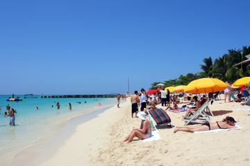 Doctor's Cave Beach Admission with Round-Trip Transfer in Montego Bay