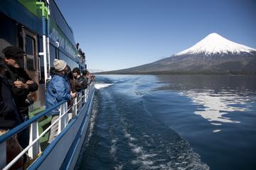 Cruce por los lagos andinos desde...