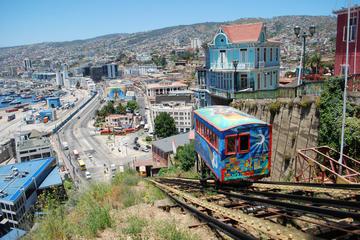 Viña del Mar costero y Valparaíso histórico desde Santiago